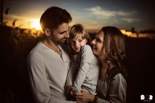 Sesión de embarazo y familia en el Museu Trepat de Tàrrega