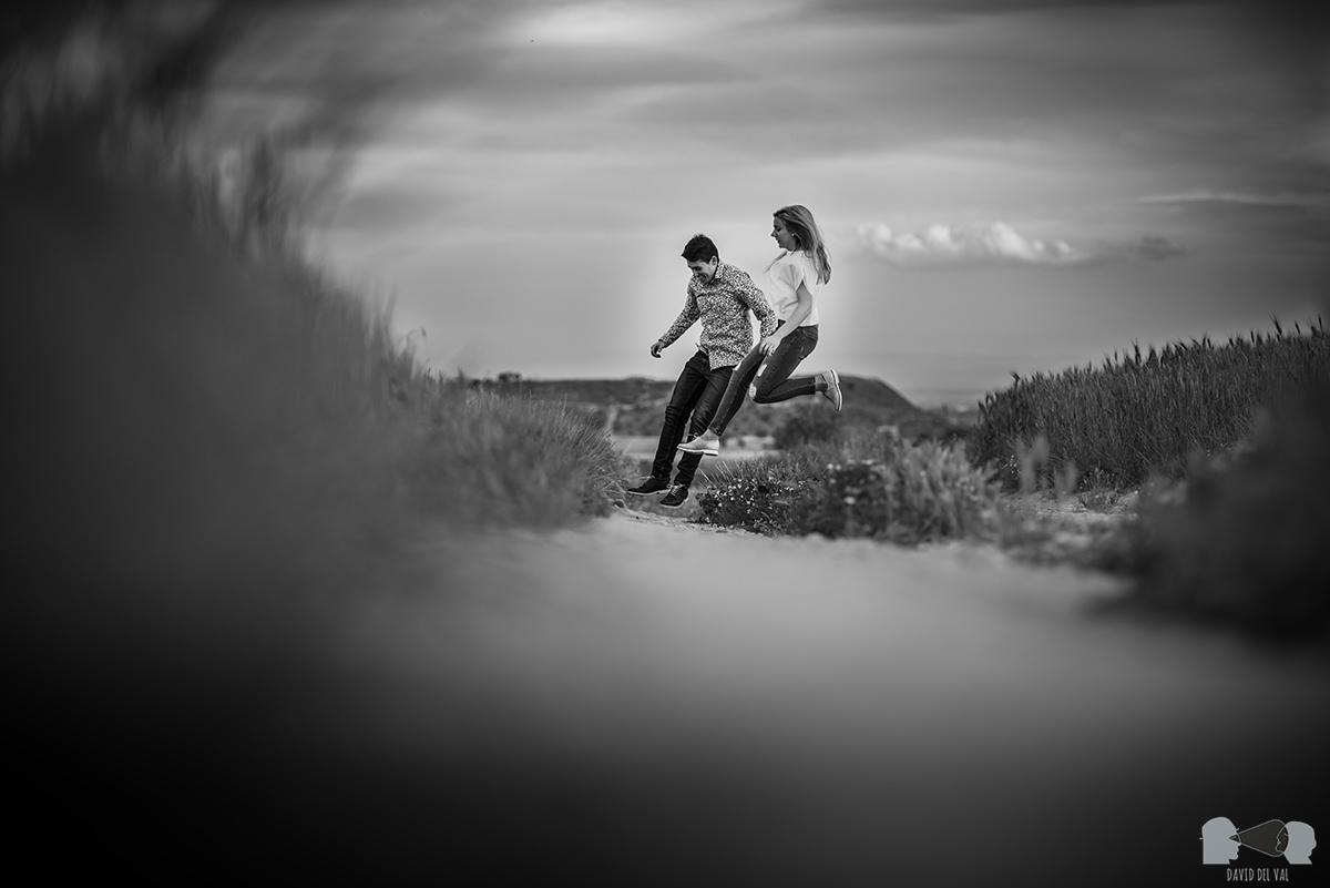 fotógrafos-bodas-lleida-barcelona-preboda-rural-amapolas-roselles-04