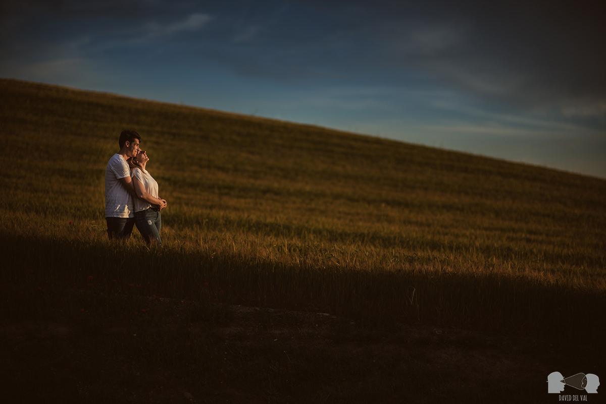 fotógrafos-bodas-lleida-barcelona-preboda-rural-amapolas-roselles-08