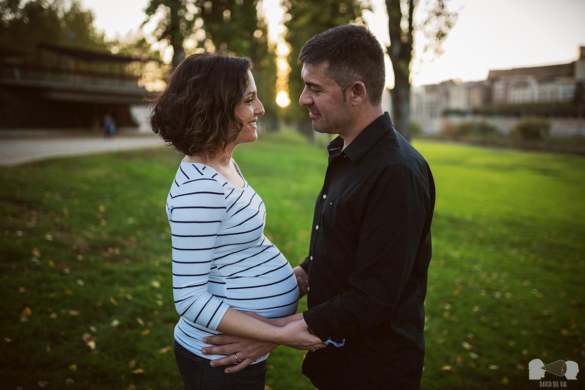 Fotografia de l'embaras a Lleida, Barcelona, Tarragona i Girona. Fotograf de familia i de nens. Sessió d'embaràs. Sesión de embarazo, embarazada